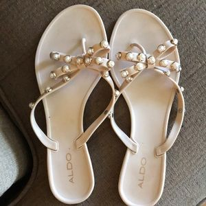 Also bow sandals